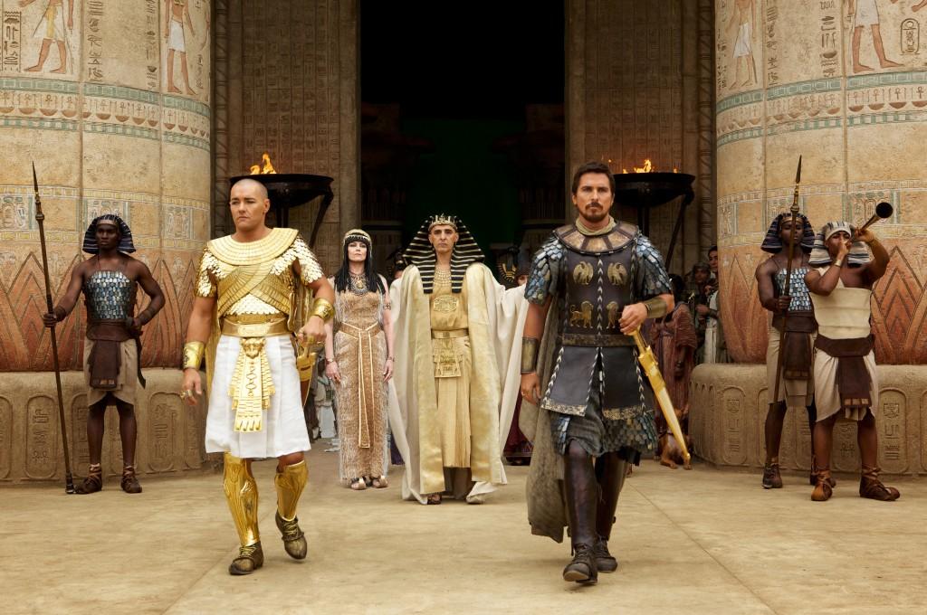 In planul secund, in centru: John Turturro in rolul faraonului Seti! Umor desucheat sau cea mai neinspirata decizie de casting a anului?